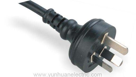 LA020E 3-conductor Non-rewirable Plug Power Supply Cord